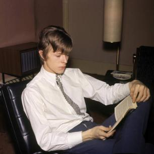 UNITED KINGDOM - JANUARY 01: Photo of David BOWIE; Davie Jones (Davy Jones), posed, c.1965, reading book, (Photo by CA/Redferns)