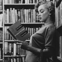 marilyn-reading