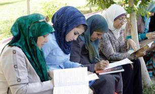 muslim women reading