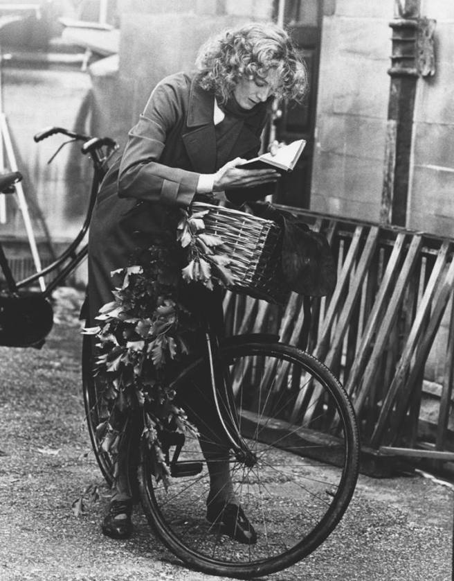 vanessa redgrave julia 1977 book bike
